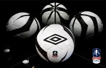 Umbro - Новый взгляд на футбольные мячи.