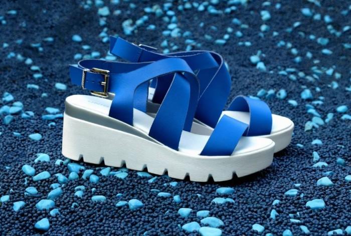 Юничел - Ярко-синие босоножки со скидкой 20%
