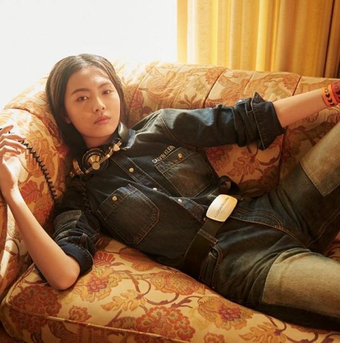 Акции Calvin Klein Jeans. До 50% на хиты Весна-Лето 2019